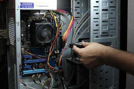computer reparatie in uitvoering